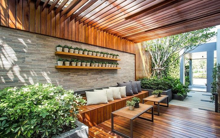จัดสวนไม้ระแนง ข้างบ้าน